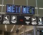 """عراك """"نسائي"""" يؤخر اقلاع طائرة من مطار بيروت"""
