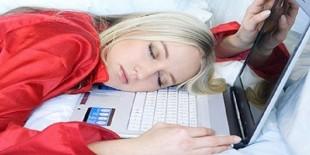 خبير أمريكي يحذر من استخدام الهاتف قبل النوم