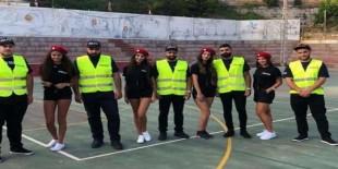 """شرطيات بـ""""شورتات"""" قصيرة في لبنان"""