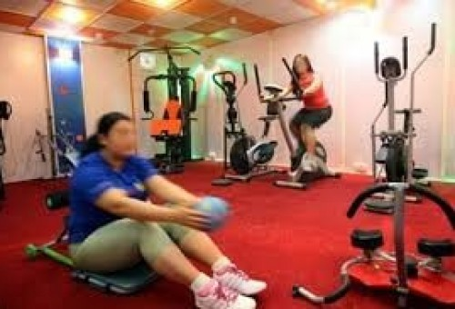 إقبال واسع على القاعات الرياضية بين النساء والعالم الجديد تستطلع آراءهن