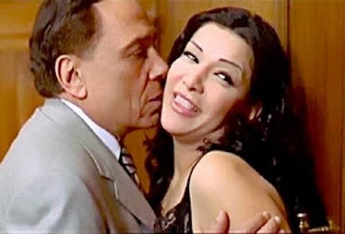 ممثلة شهيرة قبلت بدور جريء من أجل عادل إمام وهو رد: هقطعك بوس