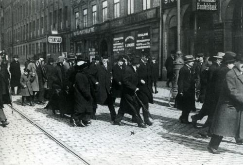 مائة عام على قطار لينين وثورته الشهيرة