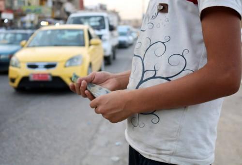 ظاهرة تسوّل الأطفال تنمو في الموصل بعد عام من التحرير