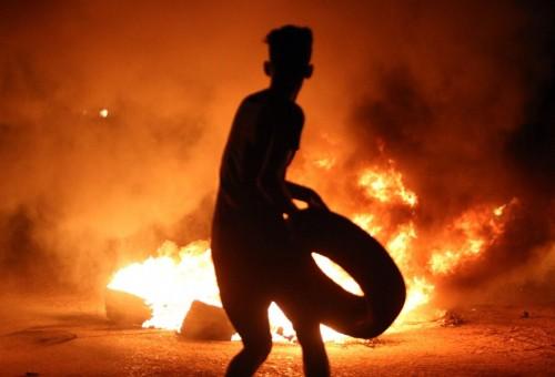 الغارديان: (العراق يموت).. النفط يتدفق بحرية والفساد يغذّي الغضب المتصاعد