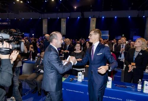 حزب الشعب الأوروبي ينتخب في هلسنكي الألماني ويبر كمرشح لرئاسة المفوضية الأوروبية