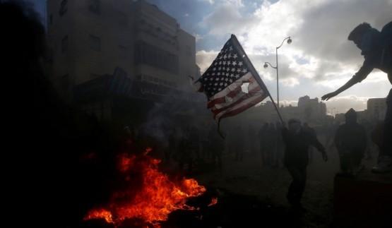 """صدامات بمحيط السفارة الأميركية ببيروت.. والجزائر ترفض استقبال """"مارينز"""" لتأمين سفارة واشنطن"""